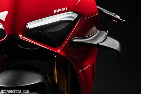 MY20_DUCATI_PANIGALE V4_26_UC101560_High-2