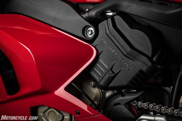 MY20_DUCATI_PANIGALE V4_34_UC101534_High-2
