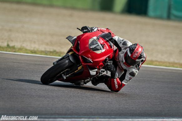 MY20_DUCATI_PANIGALE V4_37_UC101569_High-2