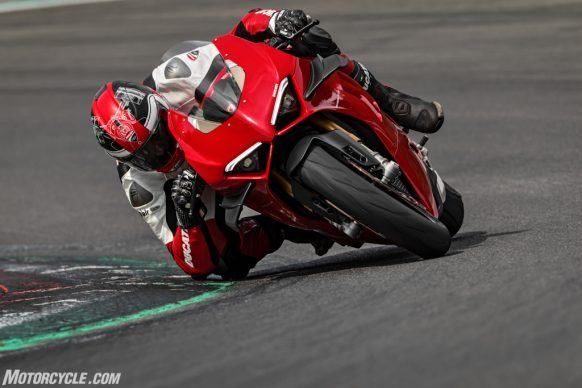 MY20_DUCATI_PANIGALE V4_40_UC101574_High-2
