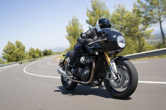 110419-2020-Triumph-Thurxton-RS-Thruxton-RS-Acc.-lifestyle-10