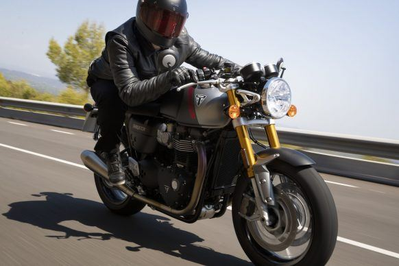 110419-2020-Triumph-Thurxton-RS-Thruxton-RS-Lifestyle-10
