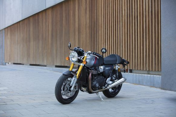110419-2020-Triumph-Thurxton-RS-Thruxton-RS-Lifestyle-15