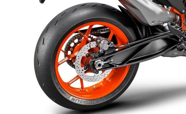 110519-KTM-890Duke-R-Rear-Wheel