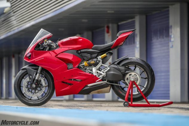 """https://www.motorcycle.com/ """"width ="""" 633 """"height ="""" 422 """"srcset ="""" https://www.motorcycle.com/blog/wp-content/uploads/2019/11/111819-2020- Ducati-Panigale-V2-review-04-633x422.jpg 633w, https://www.motorcycle.com/blog/wp-content/uploads/2019/11/111819-2020-Ducati-Panigale-V2-review-04 -315x210.jpg 315w, https://www.motorcycle.com/blog/wp-content/uploads/2019/11/111819-2020-Ducati-Panigale-V2-review-04-768x512.jpg 768w, https: / /www.motorcycle.com/blog/wp-content/uploads/2019/11/111819-2020-Ducati-Panigale-V2-review-04-69x46.jpg 69w, https://www.motorcycle.com/blog/ wp-content / uploads / 2019/11 / 111819-2020-Ducati-Panigale-V2-review-04-120x80.jpg 120w, https://www.motorcycle.com/blog/wp-content/uploads/2019/11 /111819-2020-Ducati-Panigale-V2-review-04-139x93.jpg 139w, https://www.motorcycle.com/blog/wp-content/uploads/2019/11/111819-2020-Ducati-Panigale- V2-review-04-186x124.jpg 186w, https://www.motorcycle.com/blog/wp-content/uploads/2019/11/111819-2020-Ducati-Panigale-V2-review-04-192x128.jpg 192w, https://www.motorcycle.com/blog/wp-content/uploads/2019/11/111819-2020-Ducati-Panigale-V2-review-04-205x137.jpg 205w, https://www.motorcycle.com /blog/wp-content/uploads/2019/11/111819-2020-Ducati-Panigale-V2-review-04-247x165.jpg 247w, https://www.motorcycle.com/blog/wp-content/uploads/ 2019/11 / 111819-2020-Ducati-Panigale-V2-review-04-375x250.jpg 375w, https://www.motorcycle.com/blog/wp-content/uploads/2019/11/111819-2020-Ducati -Panigale-V2-review-04-582x388.jpg 582w, https://www.motorcycle.com/blog/wp-content/uploads/2019/11/111819-2020-Ducati-Panigale-V2-review-04- 631x421.jpg 631w, https://www.motorcycle.com/blog/wp-content/uploads/2019/11/111819-2020-Ducati-Panigale-V2-review-04.jpg 1024w """"tailles ="""" (max- largeur: 633px) 100vw, 633px """"/>  <p class="""