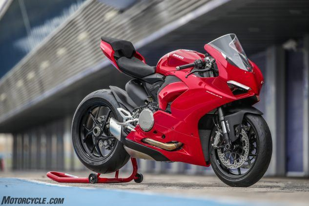 """https://www.motorcycle.com/ """"width ="""" 633 """"height ="""" 422 """"srcset ="""" https://www.motorcycle.com/blog/wp-content/uploads/2019/11/111819-2020- Ducati-Panigale-V2-review-09-633x422.jpg 633w, https://www.motorcycle.com/blog/wp-content/uploads/2019/11/111819-2020-Ducati-Panigale-V2-review-09 -315x210.jpg 315w, https://www.motorcycle.com/blog/wp-content/uploads/2019/11/111819-2020-Ducati-Panigale-V2-review-09-768x512.jpg 768w, https: / /www.motorcycle.com/blog/wp-content/uploads/2019/11/111819-2020-Ducati-Panigale-V2-review-09-69x46.jpg 69w, https://www.motorcycle.com/blog/ wp-content / uploads / 2019/11 / 111819-2020-Ducati-Panigale-V2-review-09-120x80.jpg 120w, https://www.motorcycle.com/blog/wp-content/uploads/2019/11 /111819-2020-Ducati-Panigale-V2-review-09-139x93.jpg 139w, https://www.motorcycle.com/blog/wp-content/uploads/2019/11/111819-2020-Ducati-Panigale- V2-review-09-186x124.jpg 186w, https://www.motorcycle.com/blog/wp-content/uploads/2019/11/111819-2020-Ducati-Panigale-V2-review-09-192x128.jpg 192w, https://www.motorcycle.com/blog/wp-content/uploads/2019/11/111819-2020-Ducati-Panigale-V2-review-09-205x137.jpg 205w, https://www.motorcycle.com /blog/wp-content/uploads/2019/11/111819-2020-Ducati-Panigale-V2-review-09-247x165.jpg 247w, https://www.motorcycle.com/blog/wp-content/uploads/ 2019/11 / 111819-2020-Ducati-Panigale-V2-review-09-375x250.jpg 375w, https://www.motorcycle.com/blog/wp-content/uploads/2019/11/111819-2020-Ducati -Panigale-V2-review-09-582x388.jpg 582w, https://www.motorcycle.com/blog/wp-content/uploads/2019/11/111819-2020-Ducati-Panigale-V2-review-09- 631x421.jpg 631w, https://www.motorcycle.com/blog/wp-content/uploads/2019/11/111819-2020-Ducati-Panigale-V2-review-09.jpg 1024w """"tailles ="""" (max- largeur: 633px) 100vw, 633px """"/>  <p class="""