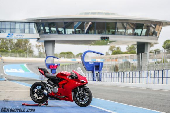 111819-2020-Ducati-Panigale-V2-review-28