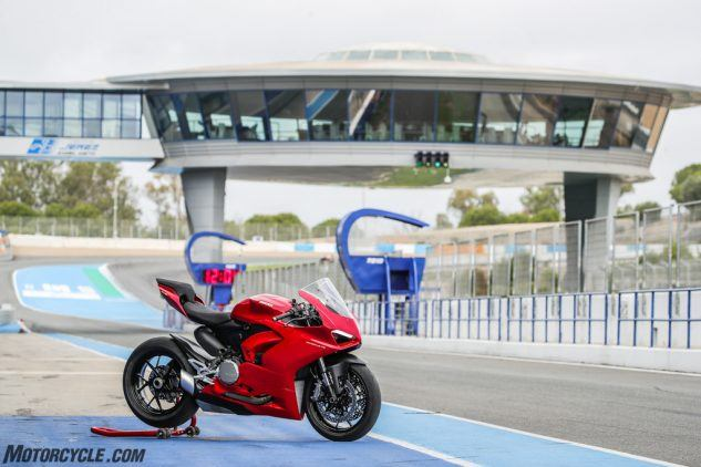 """https://www.motorcycle.com/ """"width ="""" 633 """"height ="""" 422 """"srcset ="""" https://www.motorcycle.com/blog/wp-content/uploads/2019/11/111819-2020- Ducati-Panigale-V2-review-28-633x422.jpg 633w, https://www.motorcycle.com/blog/wp-content/uploads/2019/11/111819-2020-Ducati-Panigale-V2-review-28 -315x210.jpg 315w, https://www.motorcycle.com/blog/wp-content/uploads/2019/11/111819-2020-Ducati-Panigale-V2-review-28-768x512.jpg 768w, https: / /www.motorcycle.com/blog/wp-content/uploads/2019/11/111819-2020-Ducati-Panigale-V2-review-28-69x46.jpg 69w, https://www.motorcycle.com/blog/ wp-content / uploads / 2019/11 / 111819-2020-Ducati-Panigale-V2-review-28-120x80.jpg 120w, https://www.motorcycle.com/blog/wp-content/uploads/2019/11 /111819-2020-Ducati-Panigale-V2-review-28-139x93.jpg 139w, https://www.motorcycle.com/blog/wp-content/uploads/2019/11/111819-2020-Ducati-Panigale- V2-review-28-186x124.jpg 186w, https://www.motorcycle.com/blog/wp-content/uploads/2019/11/111819-2020-Ducati-Panigale-V2-review-28-192x128.jpg 192w, https://www.motorcycle.com/blog/wp-content/uploads/2019/11/111819-2020-Ducati-Panigale-V2-review-28-205x137.jpg 205w, https://www.motorcycle.com /blog/wp-content/uploads/2019/11/111819-2020-Ducati-Panigale-V2-review-28-247x165.jpg 247w, https://www.motorcycle.com/blog/wp-content/uploads/ 2019/11 / 111819-2020-Ducati-Panigale-V2-review-28-375x250.jpg 375w, https://www.motorcycle.com/blog/wp-content/uploads/2019/11/111819-2020-Ducati -Panigale-V2-review-28-582x388.jpg 582w, https://www.motorcycle.com/blog/wp-content/uploads/2019/11/111819-2020-Ducati-Panigale-V2-review-28- 631x421.jpg 631w, https://www.motorcycle.com/blog/wp-content/uploads/2019/11/111819-2020-Ducati-Panigale-V2-review-28.jpg 1024w """"tailles ="""" (max- largeur: 633px) 100vw, 633px """"/>  <p class="""