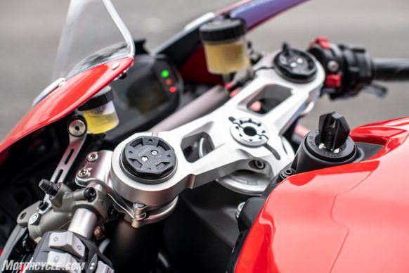 111819-2020-Ducati-Panigale-V2-review-58-2