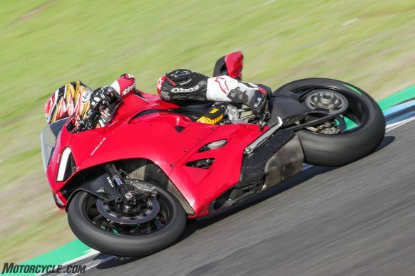 111819-2020-Ducati-Panigale-V2-review-AR4I0407