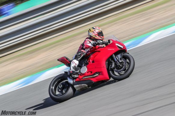 111819-2020-Ducati-Panigale-V2-review-AR4I1023