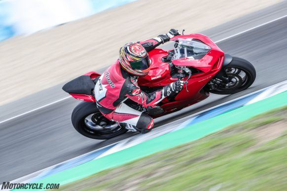 111819-2020-Ducati-Panigale-V2-review-AR4I1854