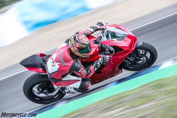111819-2020-Ducati-Panigale-V2-review-AR4I1859