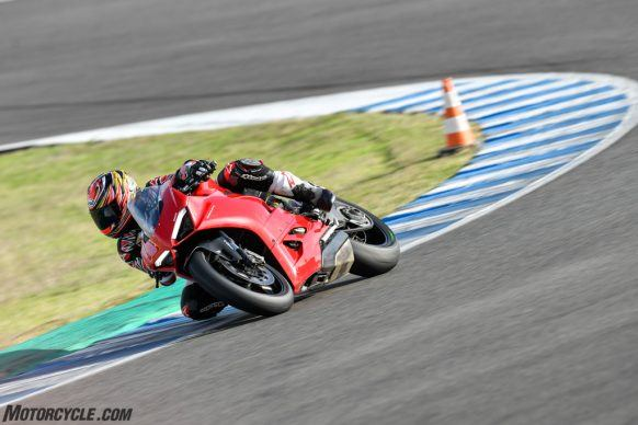 111819-2020-Ducati-Panigale-V2-review-_AC17885
