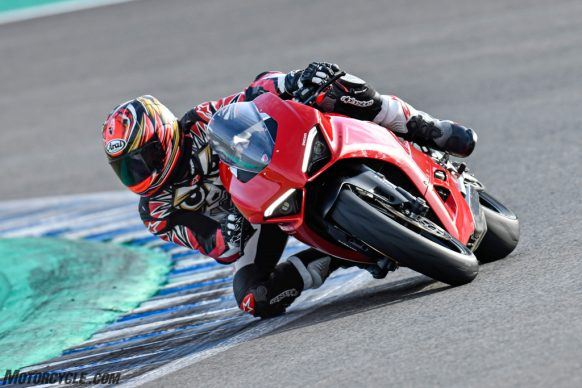 111819-2020-Ducati-Panigale-V2-review-_AC17947