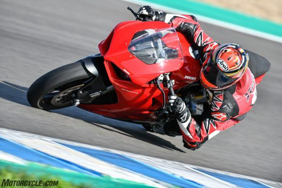 111819-2020-Ducati-Panigale-V2-review-_AC18861