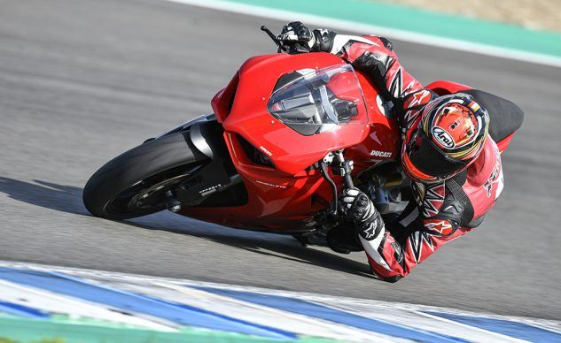 111819-2020-Ducati-Panigale-V2-review-_AC18909_feature