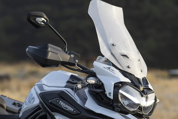 012220-2020-Triumph-Tiger-1200-Alpine-Edition-Windscreen-and-LED-indicator