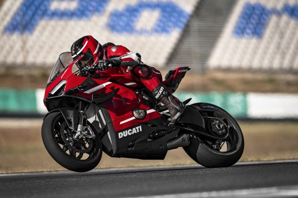 020620-01-2020-Ducati-Superleggera V4_Action_UC145860_High