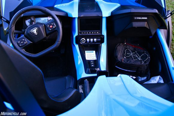 031920-2020-polaris-slingshot-automatic-6-cockpit