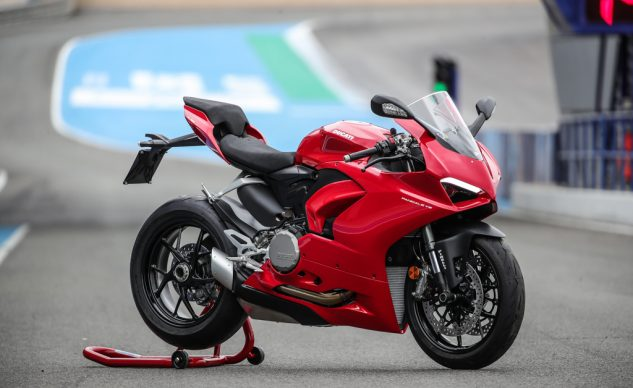 DUCATI PANIGALE V2_32-2_feature