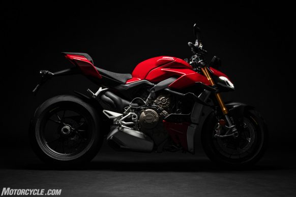 DUCATI_STREETFIGHTER_V4S_01_UC152857_High-2