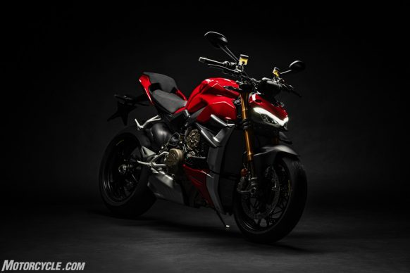 DUCATI_STREETFIGHTER_V4S_02_UC152856_High-2