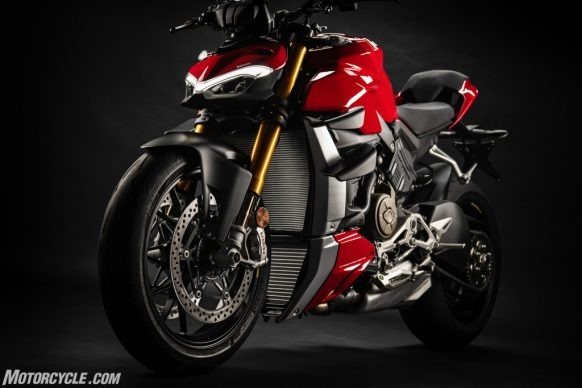DUCATI_STREETFIGHTER_V4S_04_UC152860_High-2