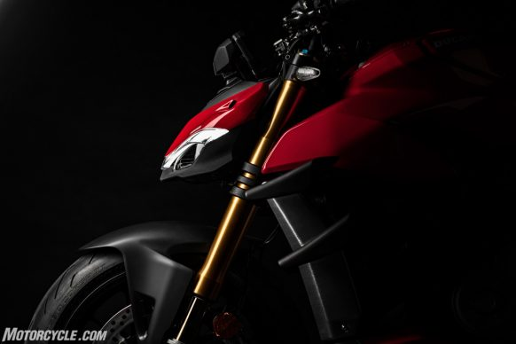 DUCATI_STREETFIGHTER_V4S_06_UC152861_High-2