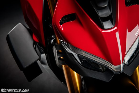 DUCATI_STREETFIGHTER_V4S_08_UC152859_High-2