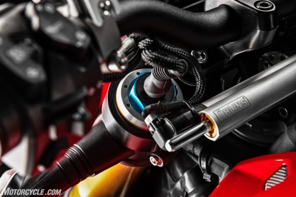 DUCATI_STREETFIGHTER_V4S_13_UC152864_High