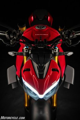 DUCATI_STREETFIGHTER_V4S_19_UC152865_High-2