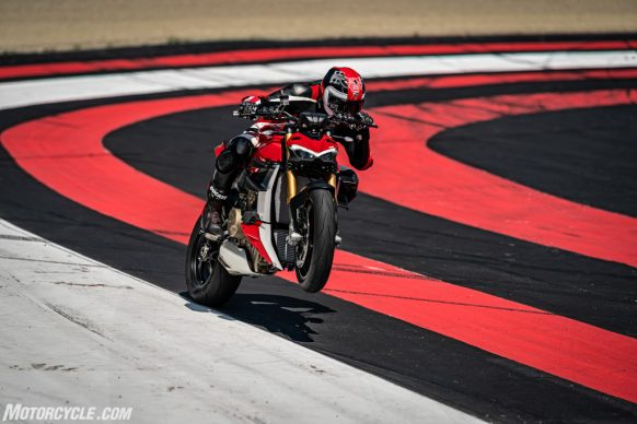 MY20_DUCATI_STREETFIGHTER V4 S_AMBIENCE_05_UC101669_High-2