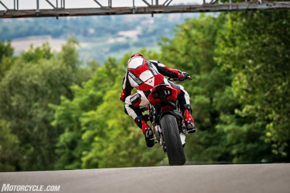 MY20_DUCATI_STREETFIGHTER V4 S_AMBIENCE_08_UC101673_High-2