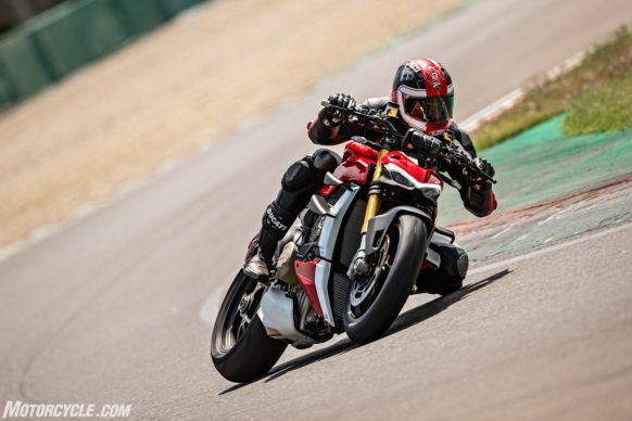MY20_DUCATI_STREETFIGHTER V4 S_AMBIENCE_27_UC101646_High-2