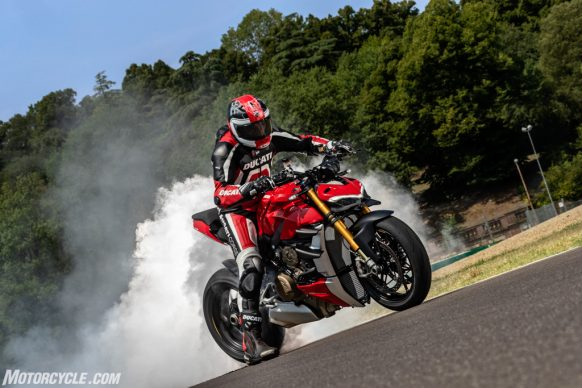 MY20_DUCATI_STREETFIGHTER V4 S_AMBIENCE_28_UC101649_High-2