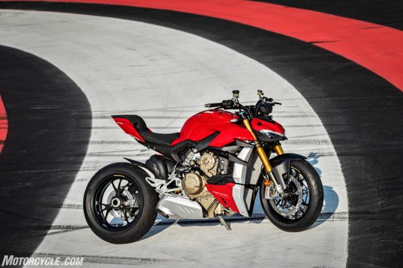 MY20_DUCATI_STREETFIGHTER V4 S_AMBIENCE_29_UC101651_High-2