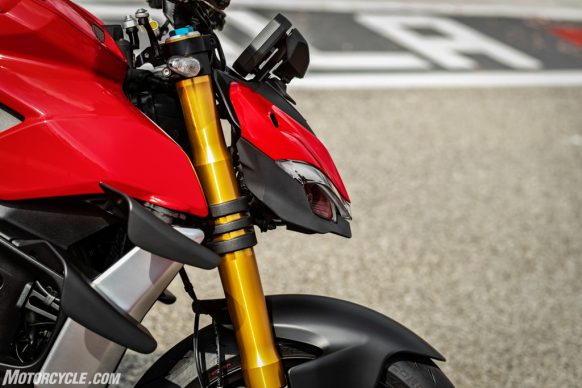 MY20_DUCATI_STREETFIGHTER V4 S_AMBIENCE_42_UC101663_High-2
