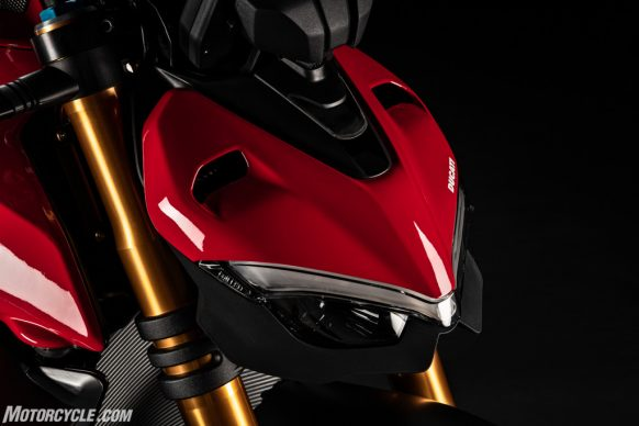 MY20_DUCATI_STREETFIGTHER V4 S_14_UC101697_High-2