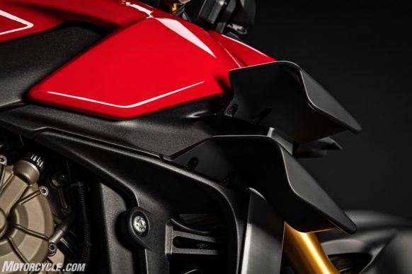 MY20_DUCATI_STREETFIGTHER V4 S_18_UC101701_High-2