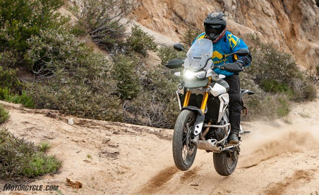 042940-Middleweight-Adventure-Shootout-Triumph-Tiger-900-Rally-Pro-_EBB1210