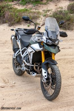042940-Middleweight-Adventure-Shootout-Triumph-Tiger-900-Rally-Pro-_EBB1285