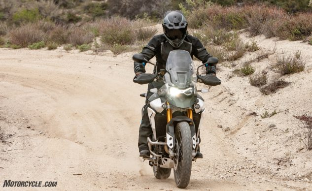 042940-Middleweight-Adventure-Shootout-Triumph-Tiger-900-Rally-Pro-_EBB1420