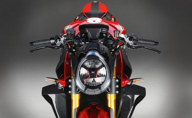 B4 1000 RR red detail 3 (1)