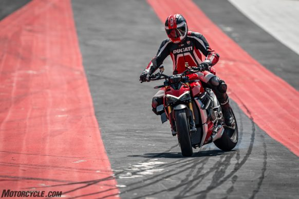 MY20_DUCATI_STREETFIGHTER V4 S_AMBIENCE_01_UC101665_High