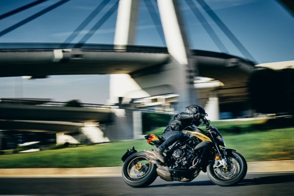 Dragster 800 RR SCS black_yellow action