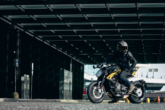 Dragster 800 RR SCS black_yellow ambient 1