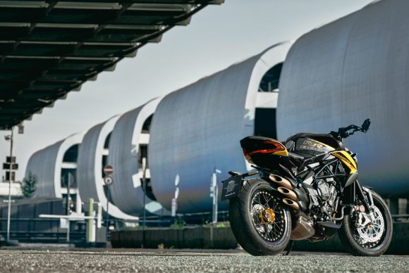 Dragster 800 RR SCS black_yellow ambient 2
