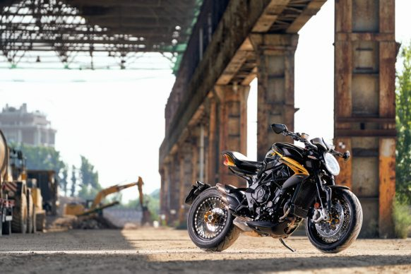 Dragster 800 RR SCS black_yellow ambient 4