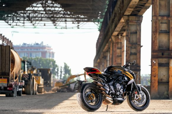 Dragster 800 RR SCS black_yellow ambient 5